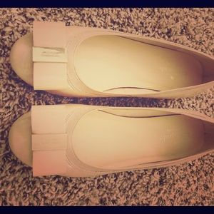 Cream-colored Kate Spade flats WORN ONCE! Size 6